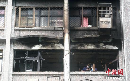 8月13日,台湾新北市新庄区台北医院7楼病房火灾现场。 中新社记者 张宇 摄
