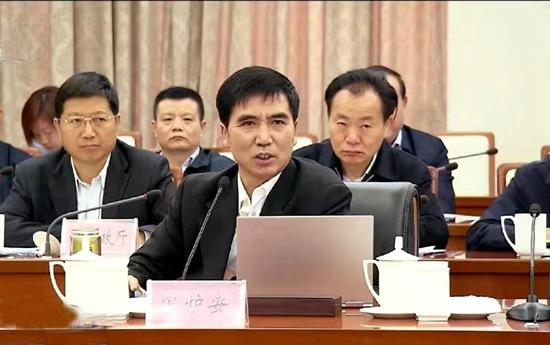 河南高院行政庭庭长宋炉安应邀到省政府常务会议上作专题讲座