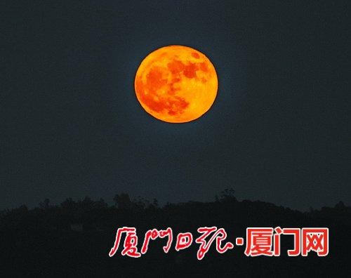 """假期天穹也热闹 鹭岛升起""""红月亮"""""""