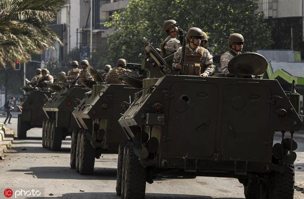 智利军圆车队正在圣天亚哥陌头 @IC Photo