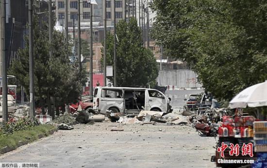 資料圖:阿富汗一汽車炸彈爆炸後的場景。