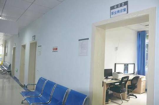 三位医生平时工作的职业病诊室