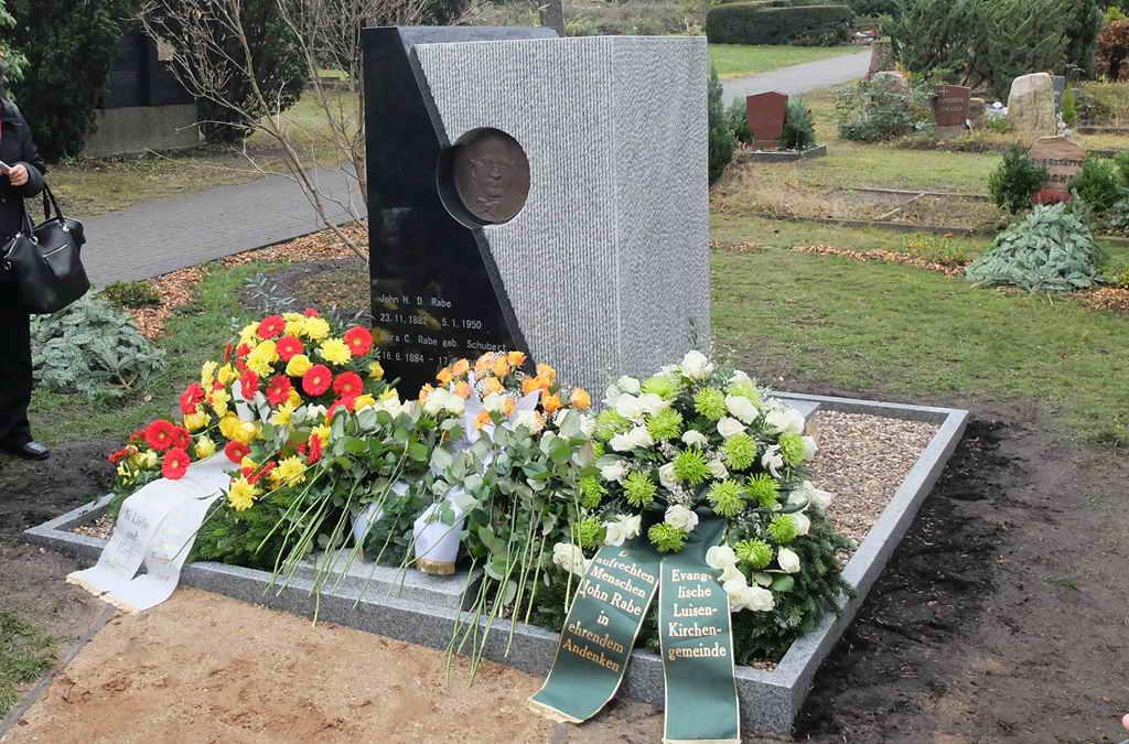 南京大屠杀76年后 南京派专人重修拉贝墓地