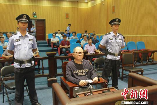 6月8日,柳州市中级人民法院一审公开开庭审理了广西华锡集团股份有限公司原副总经理姚文治被控受贿罪一案。 邓煜 摄