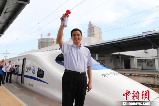 粤西首条高铁开通投运 茂名举行首发乘坐嘉年华活动