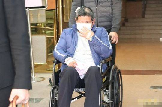 在人间   武汉抗疫医生艾芬:病毒没能打垮我,但眼睛的事让我无能为力