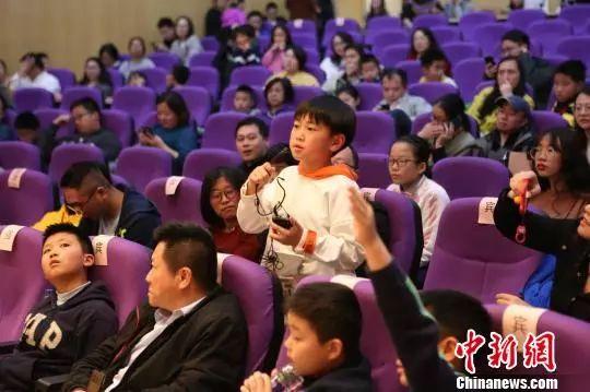 """4月14日,上海科普大講壇第118講""""'看見'黑洞""""在上海科技館舉辦。上海科技館供圖"""