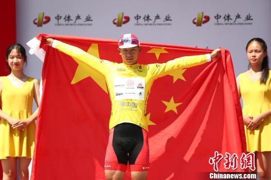 环中国自行车赛:雅安蒙顶山赛段吕先景登顶