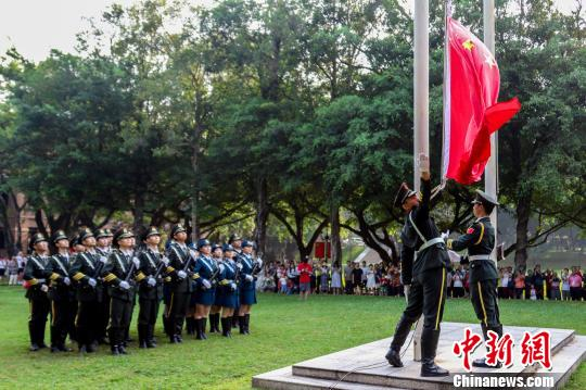 广东高校学生观国庆阅兵直播 港澳学子表达爱国情