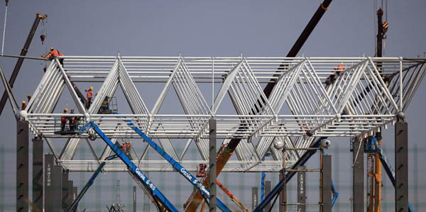 探访上海临港特斯拉超级工厂:钢结构屋顶开始吊装