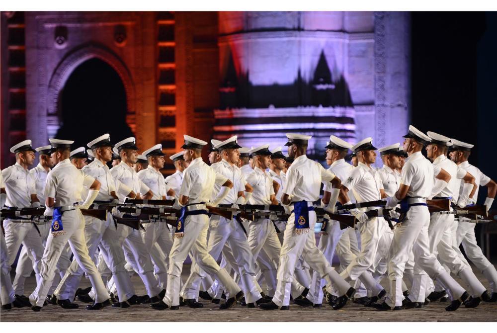 印度海军举行建军70周年大庆 军乐队秀玩火绝活(图)参观军事博物馆长征展有感