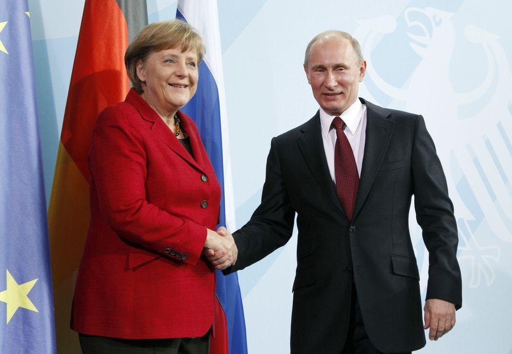 资料图:德国总理默克尔和俄罗斯总统普京