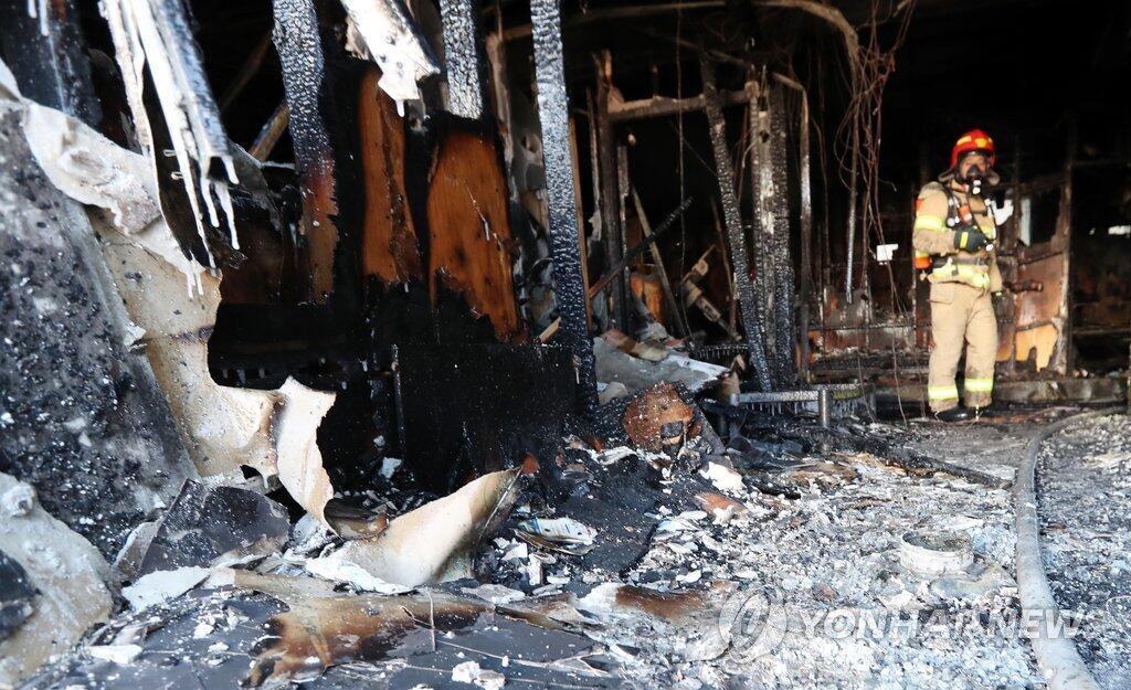 韩国密阳世宗医院火灾:死亡人数上升至39人