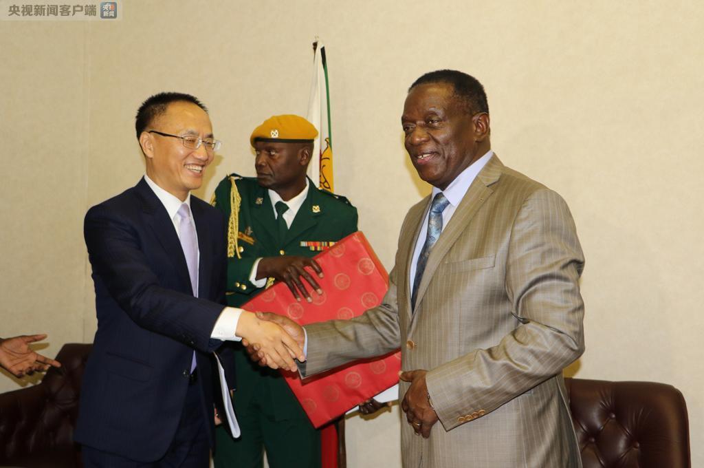 2017年11月29日,正在津巴布韦访问的中国政府特使、外交部部长助理陈晓东拜会津新任总统姆南加古瓦。