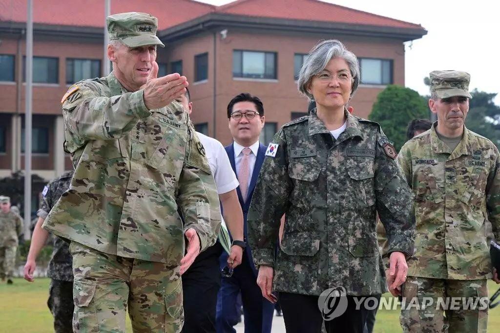 ▲资料图片:2017年6月25日,韩国外交部部长康京和访问驻韩美军第二步兵师团,重申了加强韩美同盟的重要性。(韩联社)