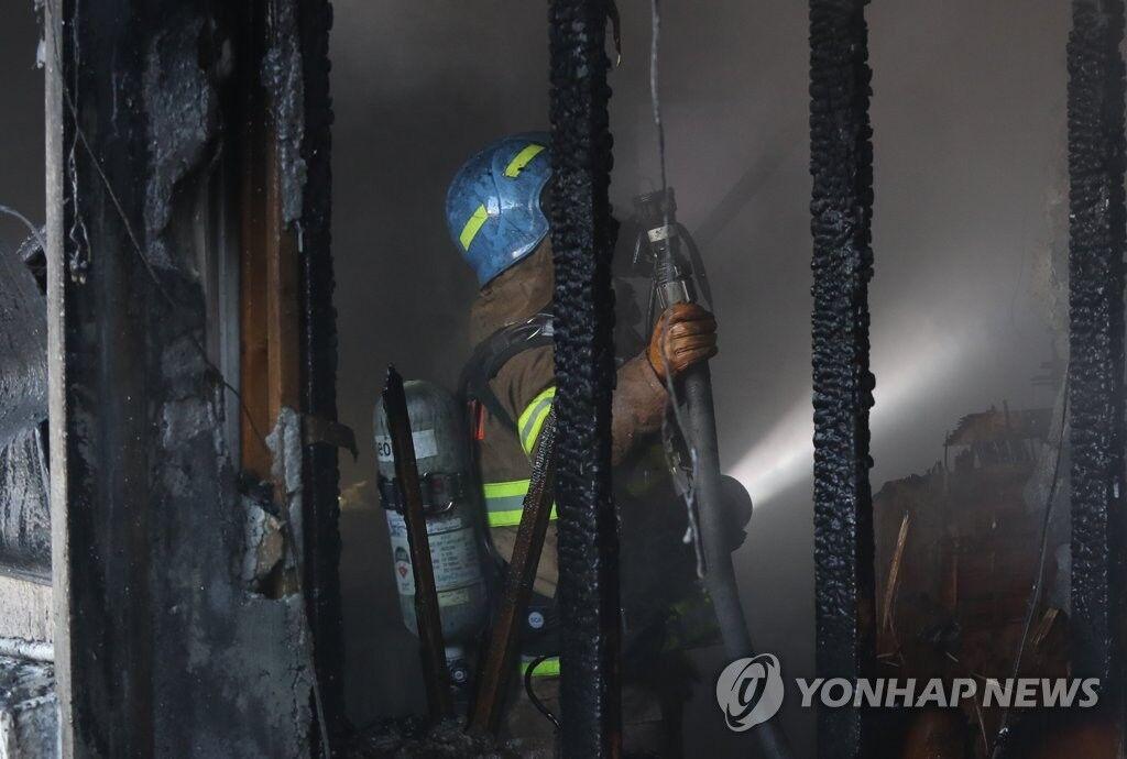 韩国密阳医院火灾33死79伤 正在进行全楼层搜查