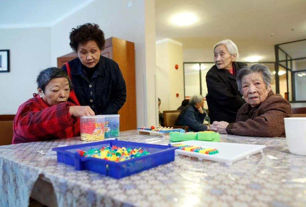 ▲上海市第三社会福利院的娱乐室,这个中心专门照顾患阿尔茨海默症的病人。
