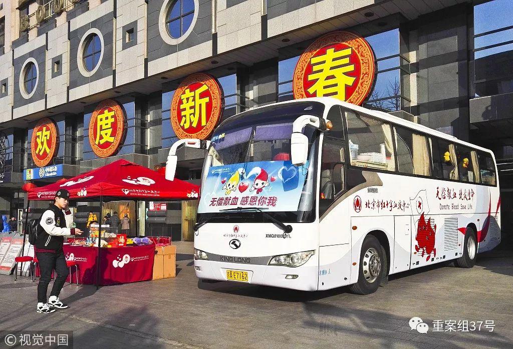 ▲2017年2月2日,北京西单图书大厦门前的无偿献血车,陆陆续续有人上车献血。该采血点将于近日重张 图/视觉中国