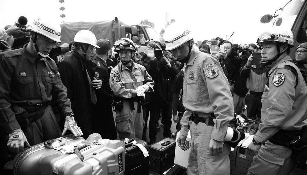 8日,日本搜救小组到花莲地震现场。