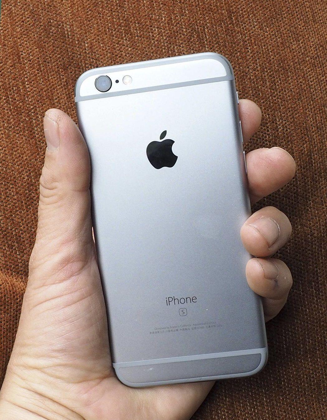 苹果在美本土需2.7年才能完成iPhone电池更换