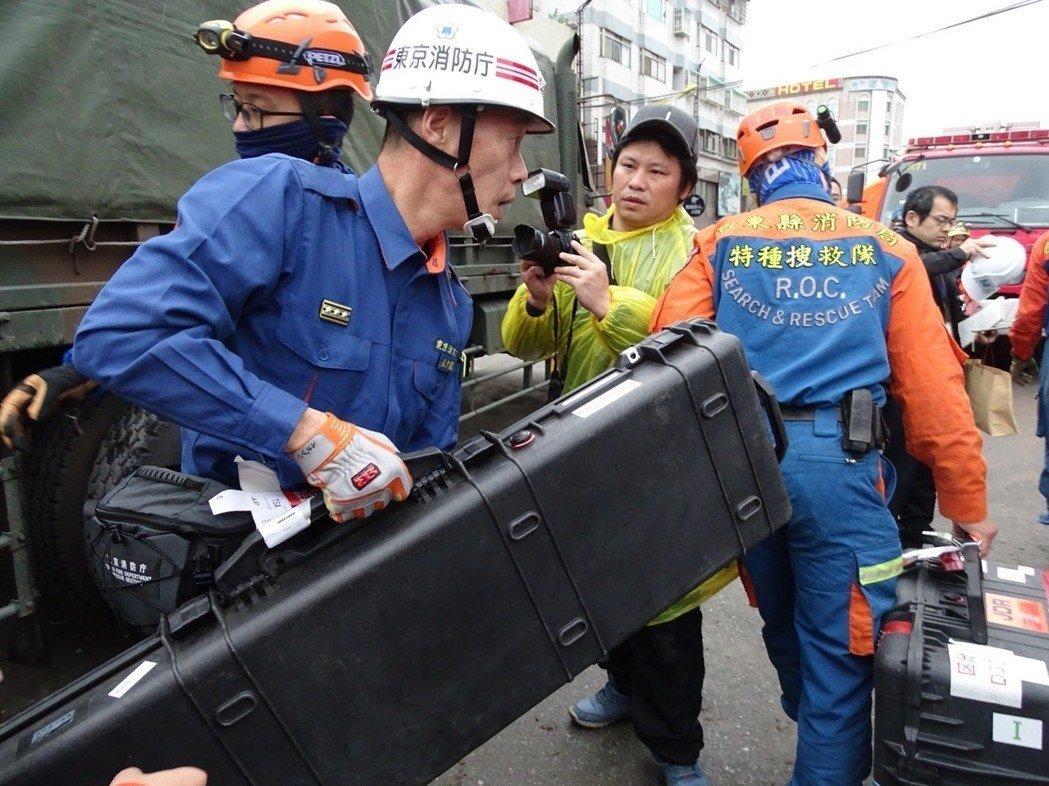 日本搜救队带来的生命探测仪,被质疑失效