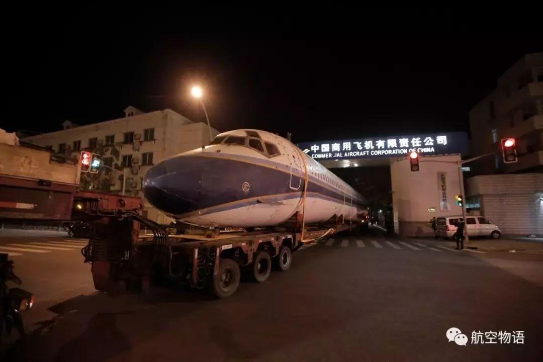 大块头有大动作!大客机昨晚竟然悄悄驶过上海街头……