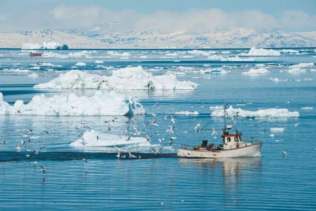 ▲一艘渔船在格陵兰岛附近海域航行。(Yongyut Kumsri摄)