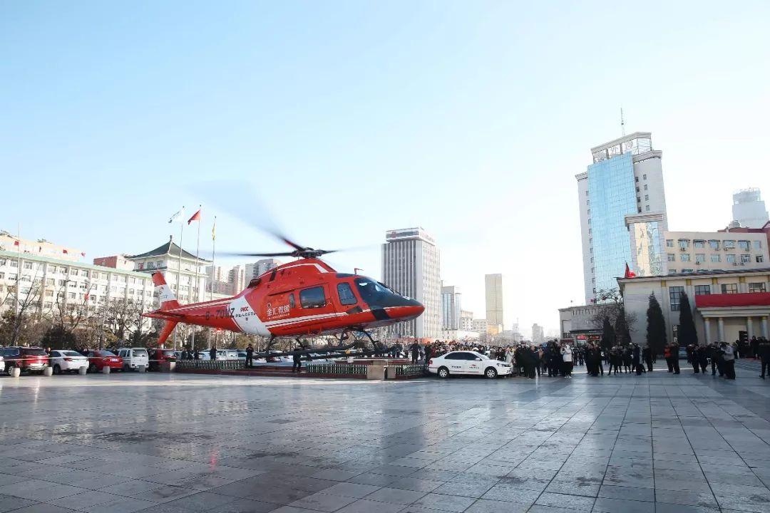 """太原街头发生""""车祸"""",飞来了直升机,顺便做了个理赔"""