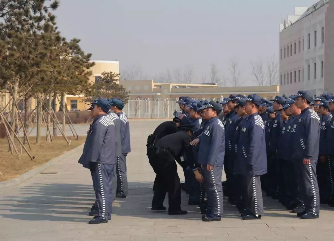 今天我当班 燕城小时警察教育的24监狱值班包情表心爱gif图片