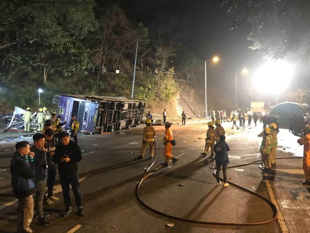 悲痛!香港昨日发生惨重车祸,已致19死约60伤