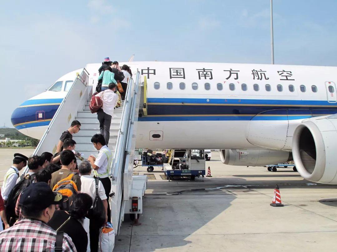▲三亚机场登机的乘客 图片来源:视觉中国