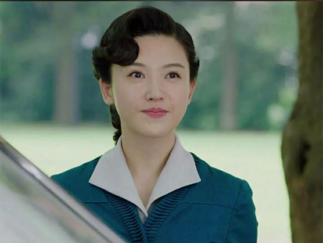 这个烫发有点类似于民国时期中国女性传统的