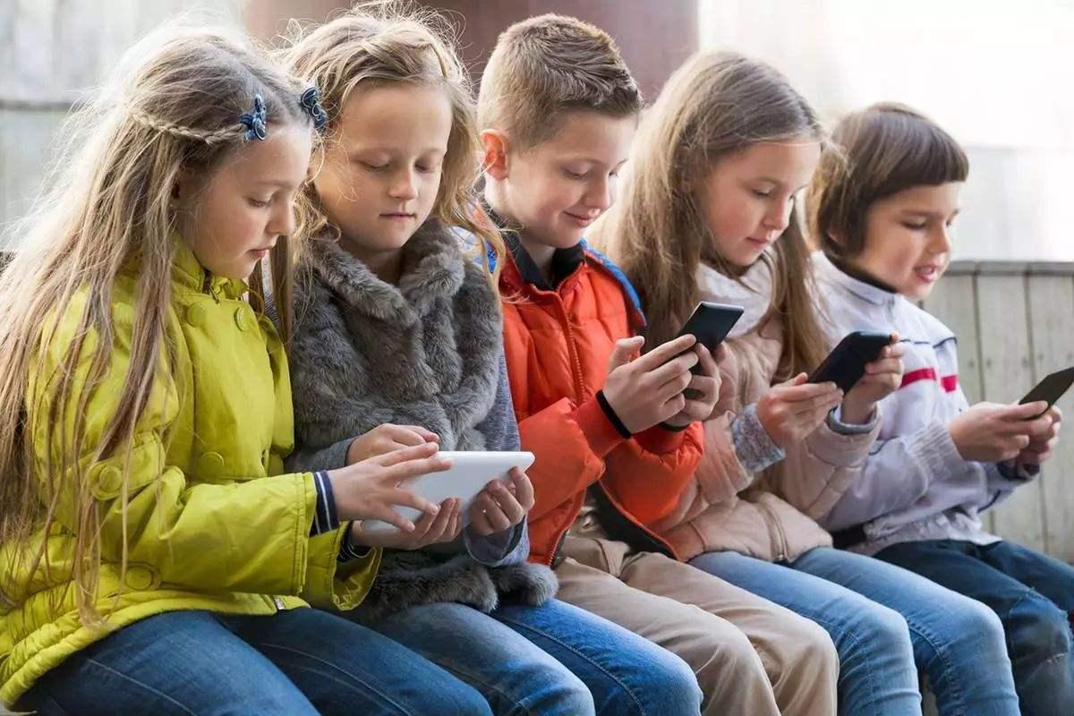 青少年使用iPhone上瘾 股东督促苹果采取措施