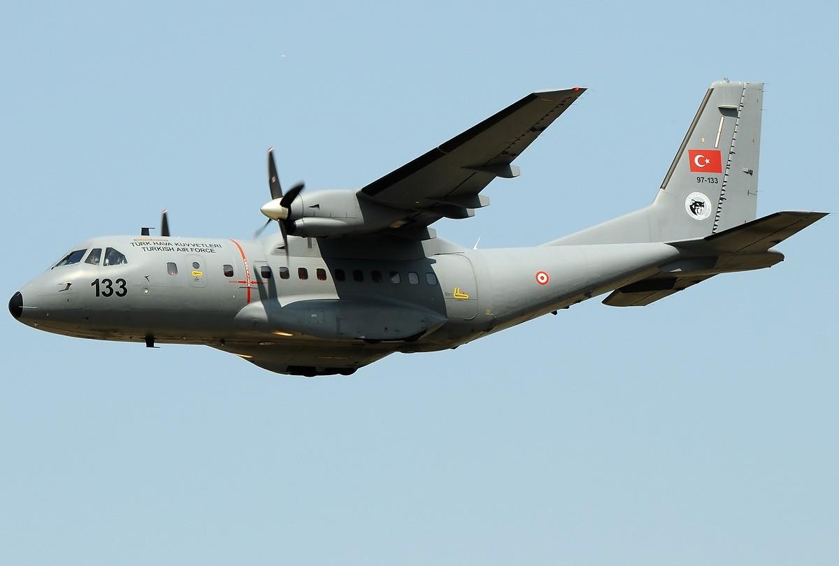 土耳其空军一架军机或因浓雾坠毁 至少