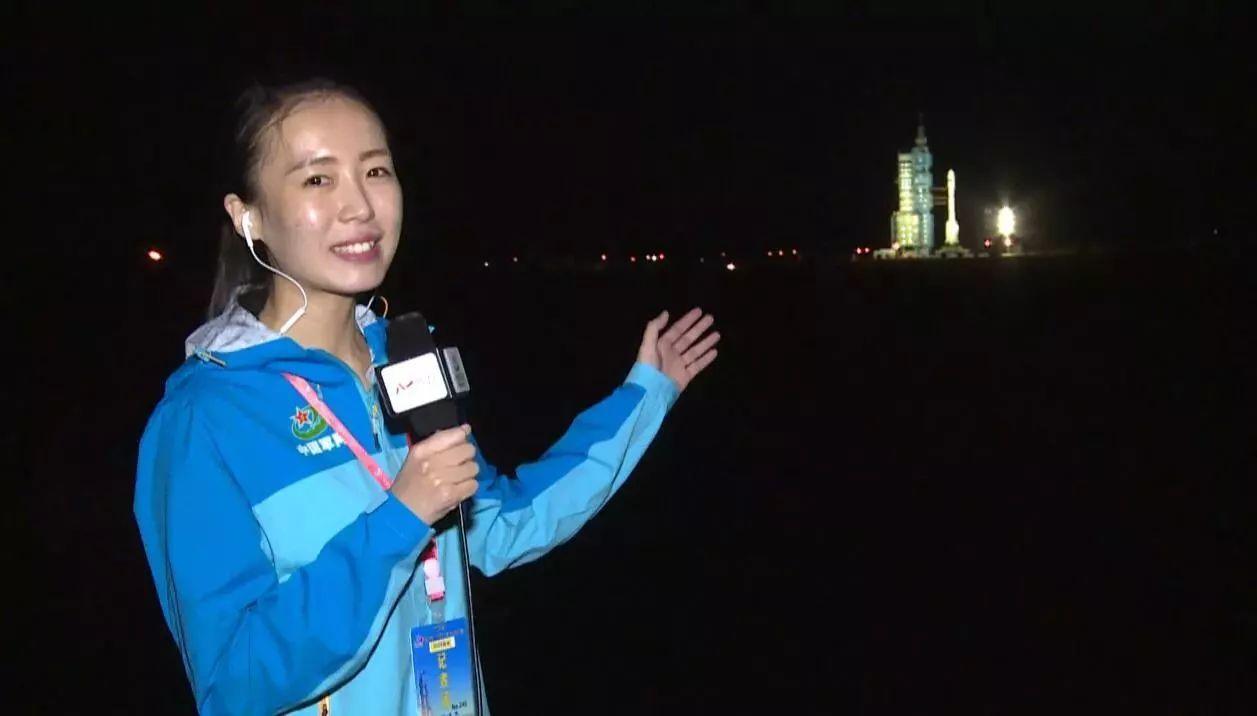 """美女记者李小琳笑谈""""军事记者经历风霜雨雪的标配"""""""