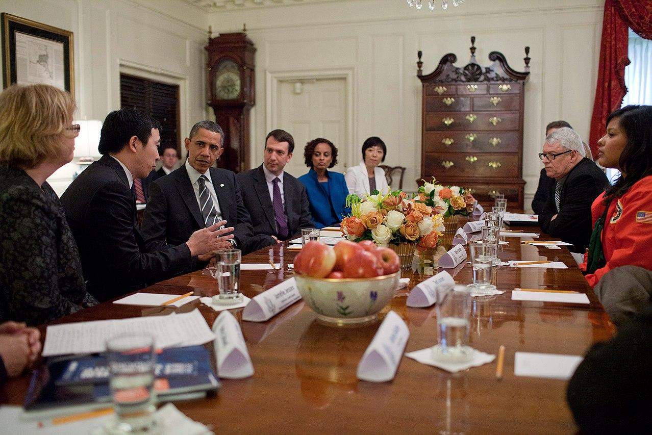 2015年,楊安澤(左二)在白宮 圖自POLITICO
