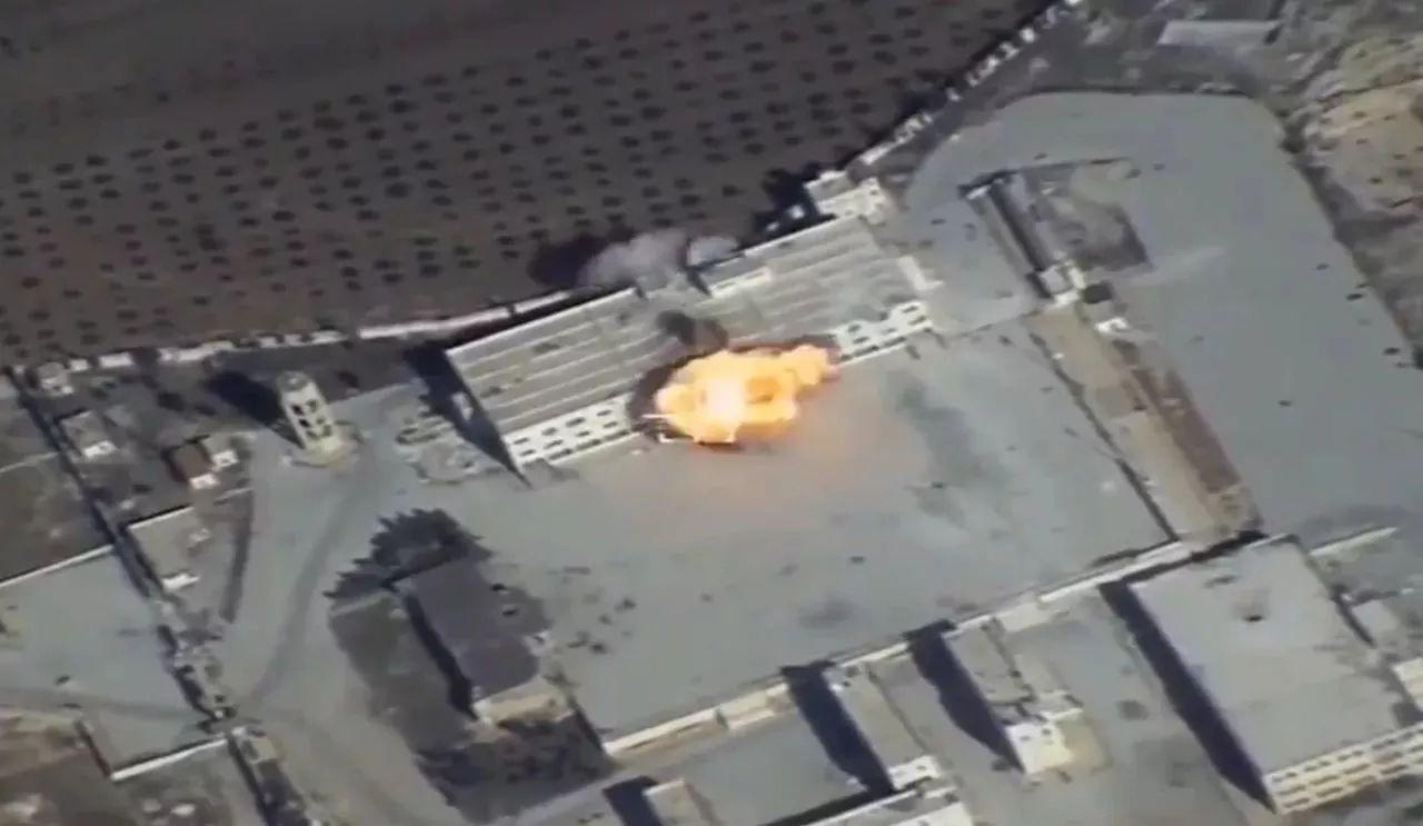 ▲Kh-101隐身巡航导弹成功命中叙境内目标视频截图