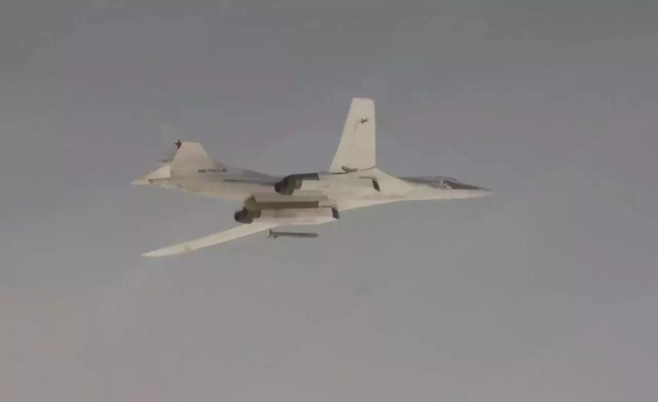 ▲图-160投放Kh-101巡航导弹视频截图