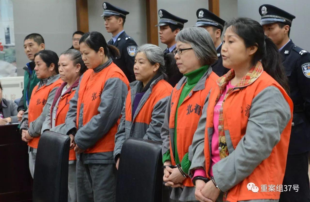 """▲华盛腾达服务部老板张美玲及工作人员、""""婚托""""等人受审。资料图片/视觉中国。"""
