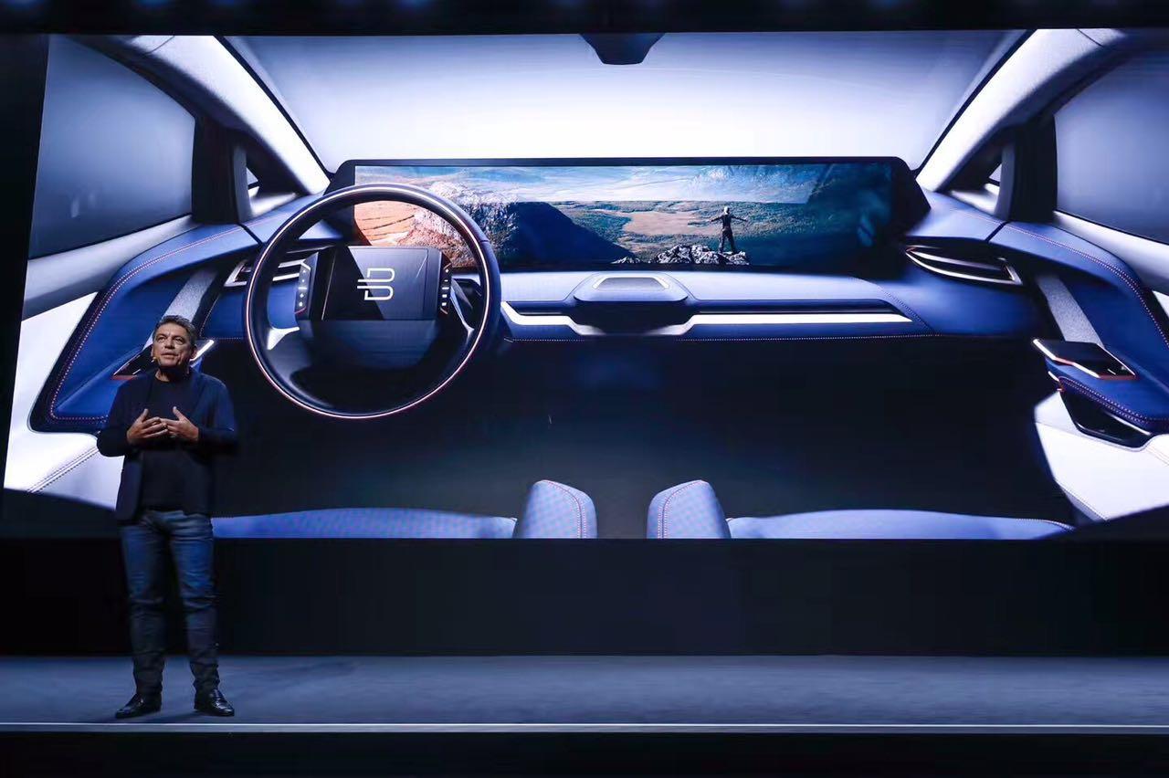 拜腾汽车公开内饰细节,它1.25米长的液晶中控屏都放了什么?