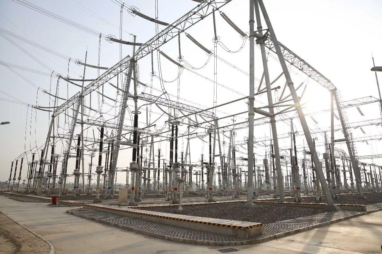 这是2017年7月3日拍摄的萨希瓦尔燃煤电站的升压电站。新华社记者刘天摄