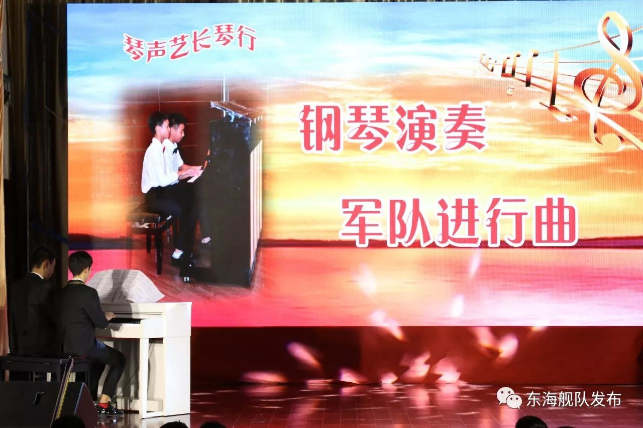 童声合唱《军港之夜》旋律优美,轻柔稚嫩,抒发了一线水兵满满的家国