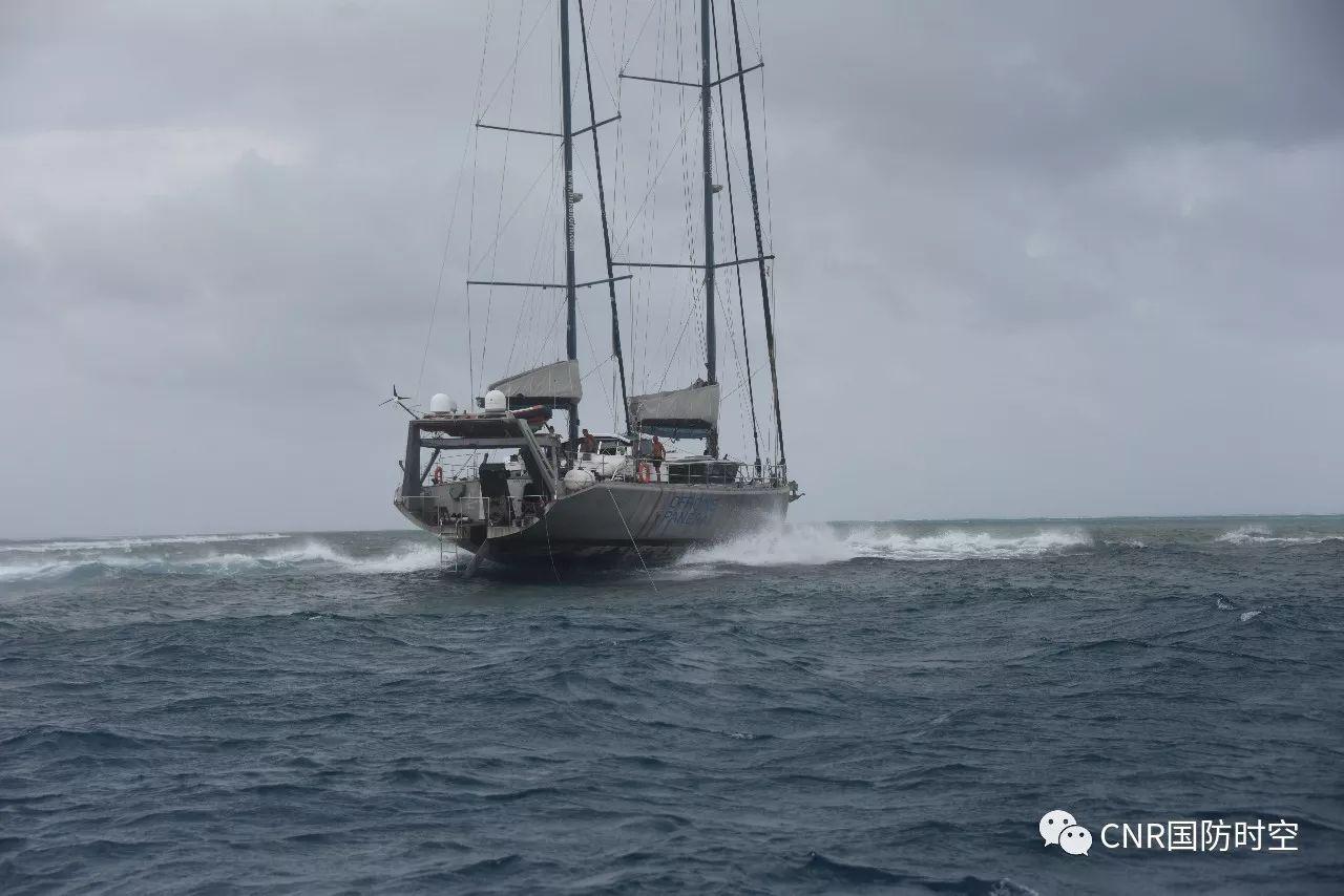 """""""泛大陆""""号帆船在南沙群岛三角礁浅滩搁浅。"""