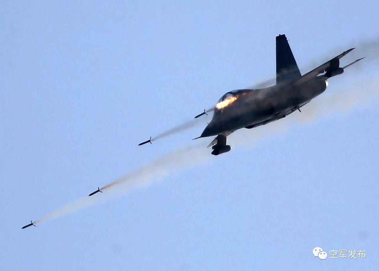 开训就打实弹,空军部队新年度实战化训练拉开