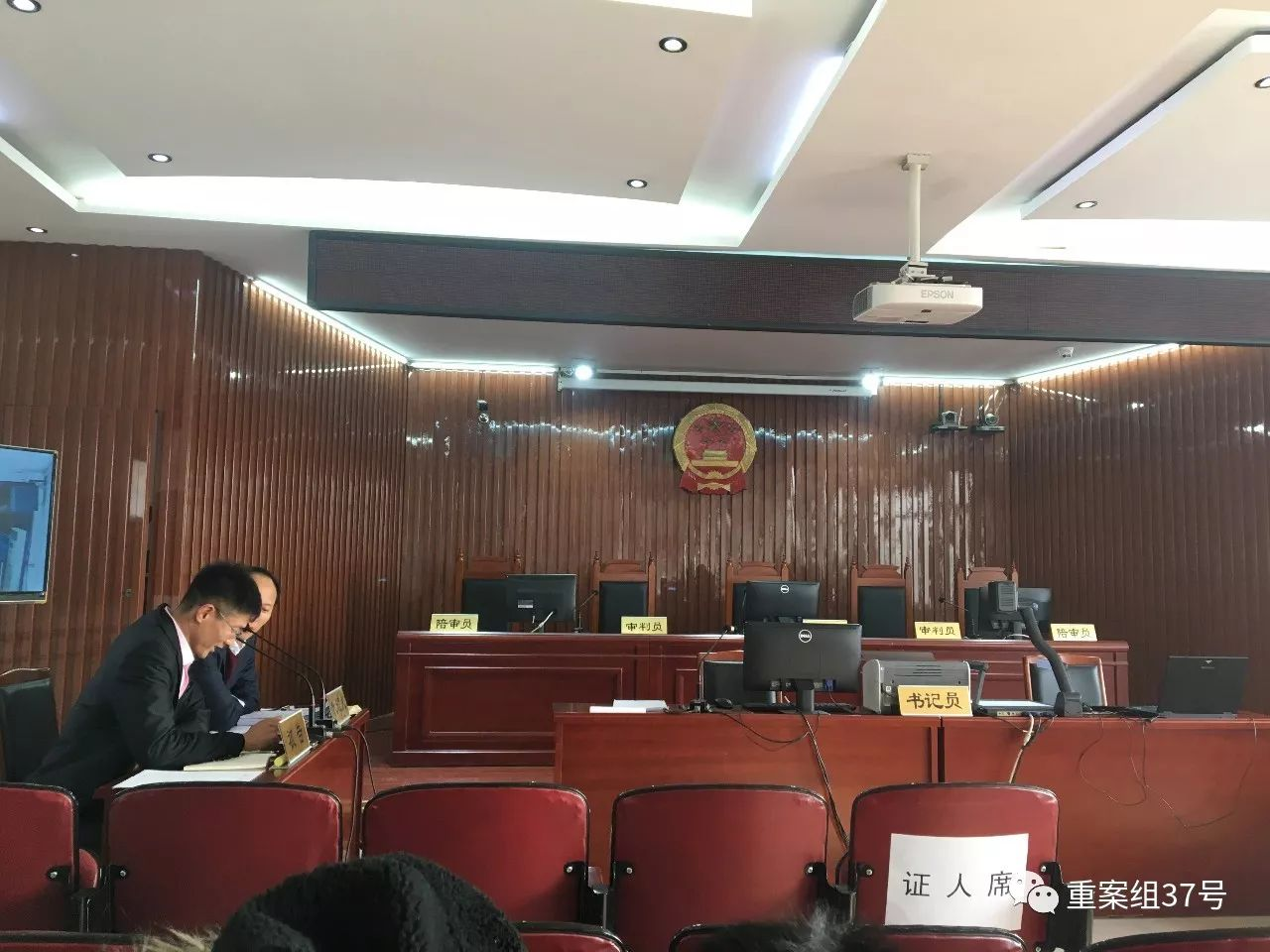 ▲1月19日上午,原告方律师突发心脏病,只有被告方到庭,法院随后宣布延期审理。 新京报记者 江峡 摄