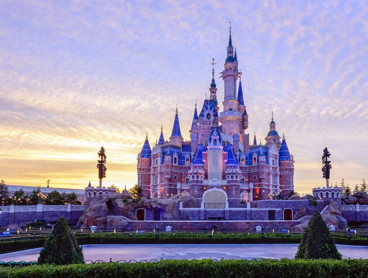 东方明珠塔,外滩,上海迪士尼,上海野生动物园,豫园,上海中心大厦.