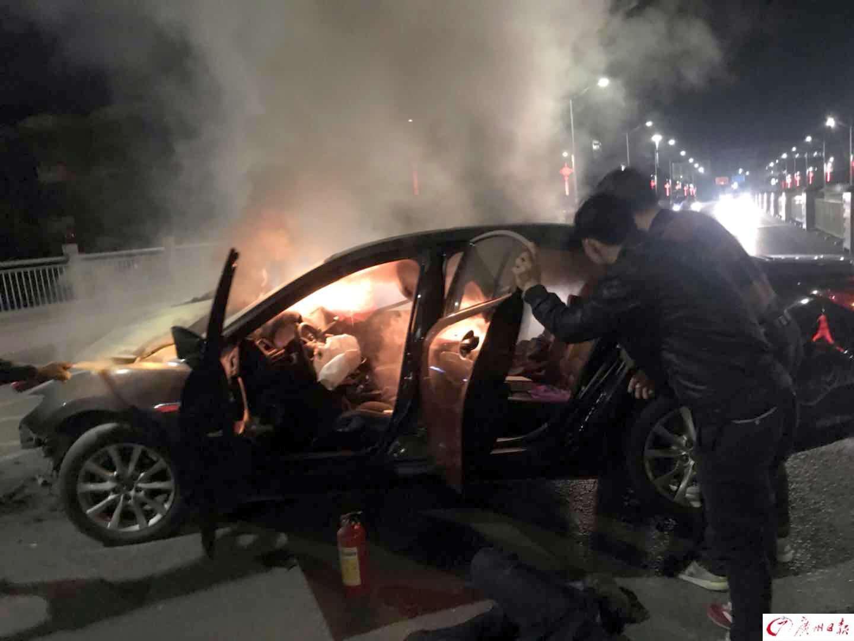 韶关消防警官凌晨路遇车祸 从火海中救出被困司机