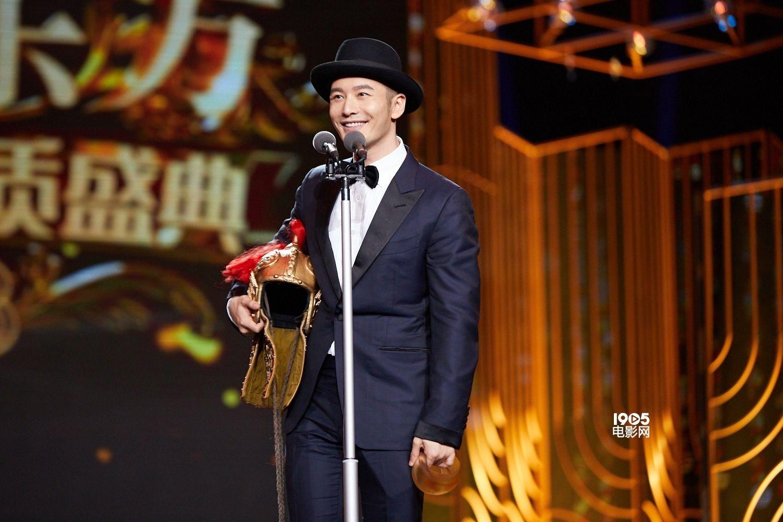 """黄晓明获封""""年度榜样"""" 导演侯鸿亮赞:好演员"""