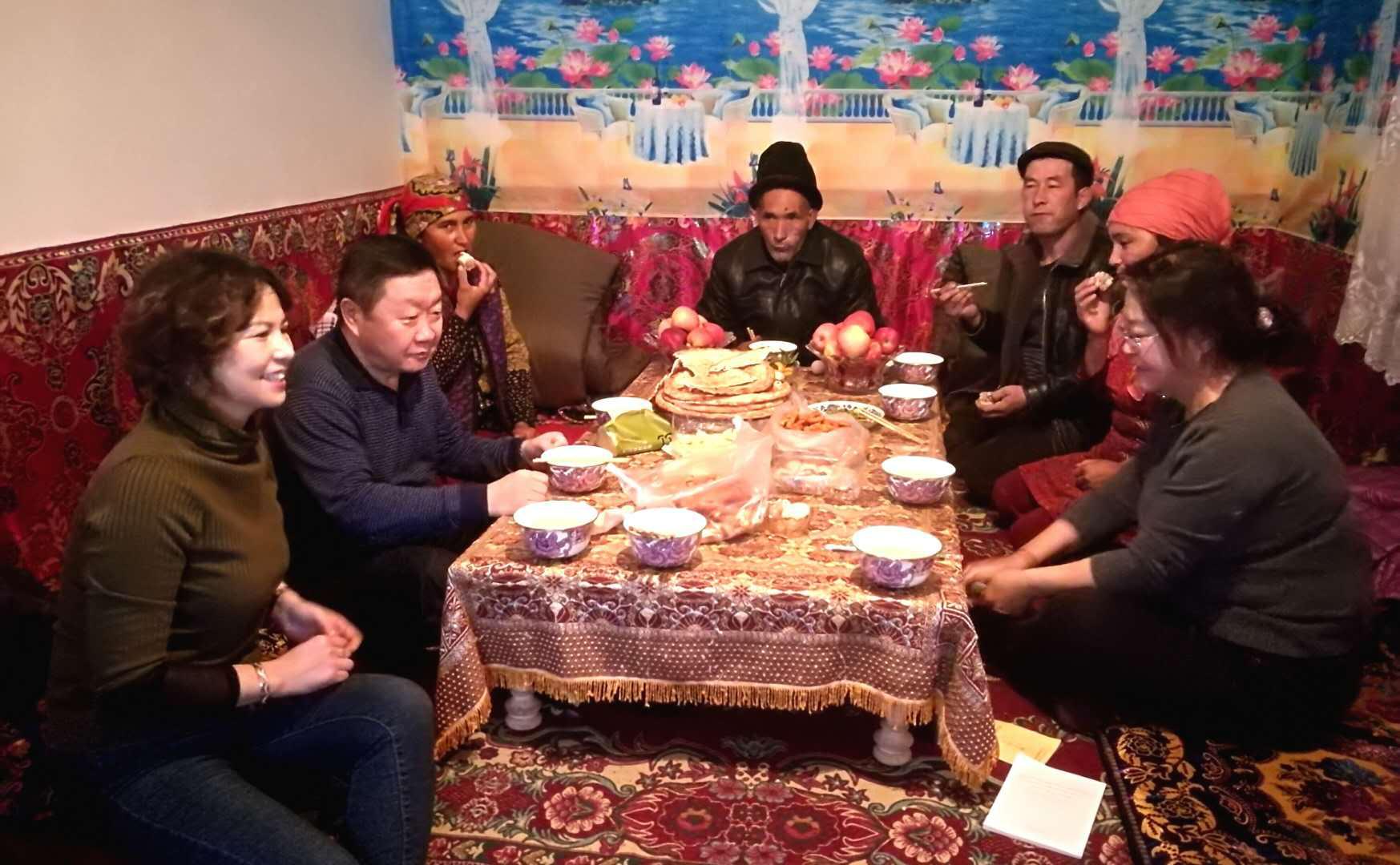 新疆地税局开展民族团结一家亲结亲周活动