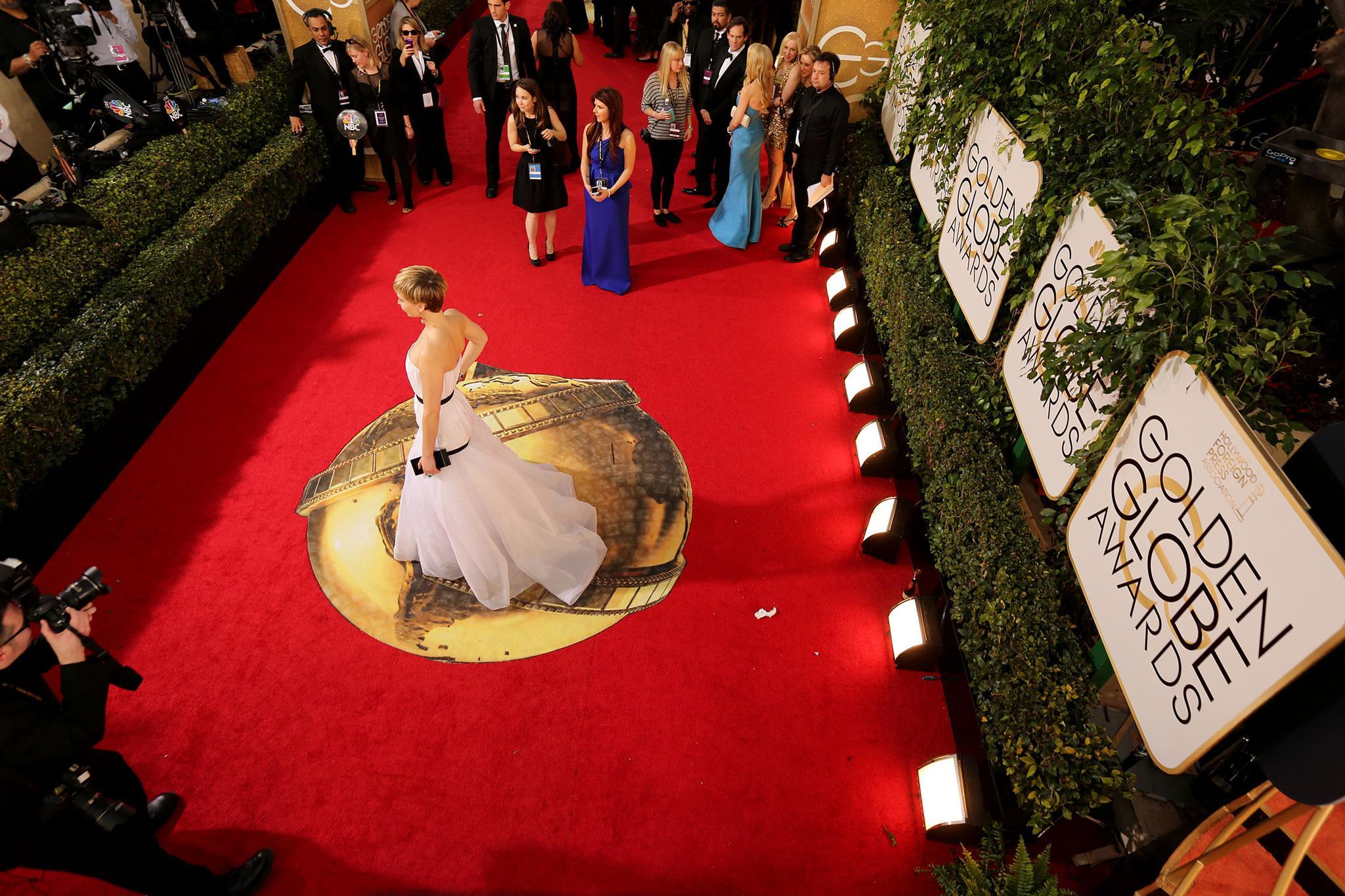 一年一度的金球奖颁奖典礼来了,为什么明星们集体穿上了黑色礼服?